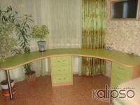 Письменный стол с тумбами -