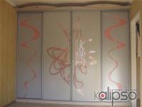 Шкаф-купе с пескоструйным орнаментом -
