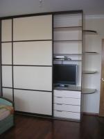 Шкаф-купе с встроенным телевизором