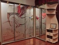 Шкаф-купе угловой с пескоструйным рисунком